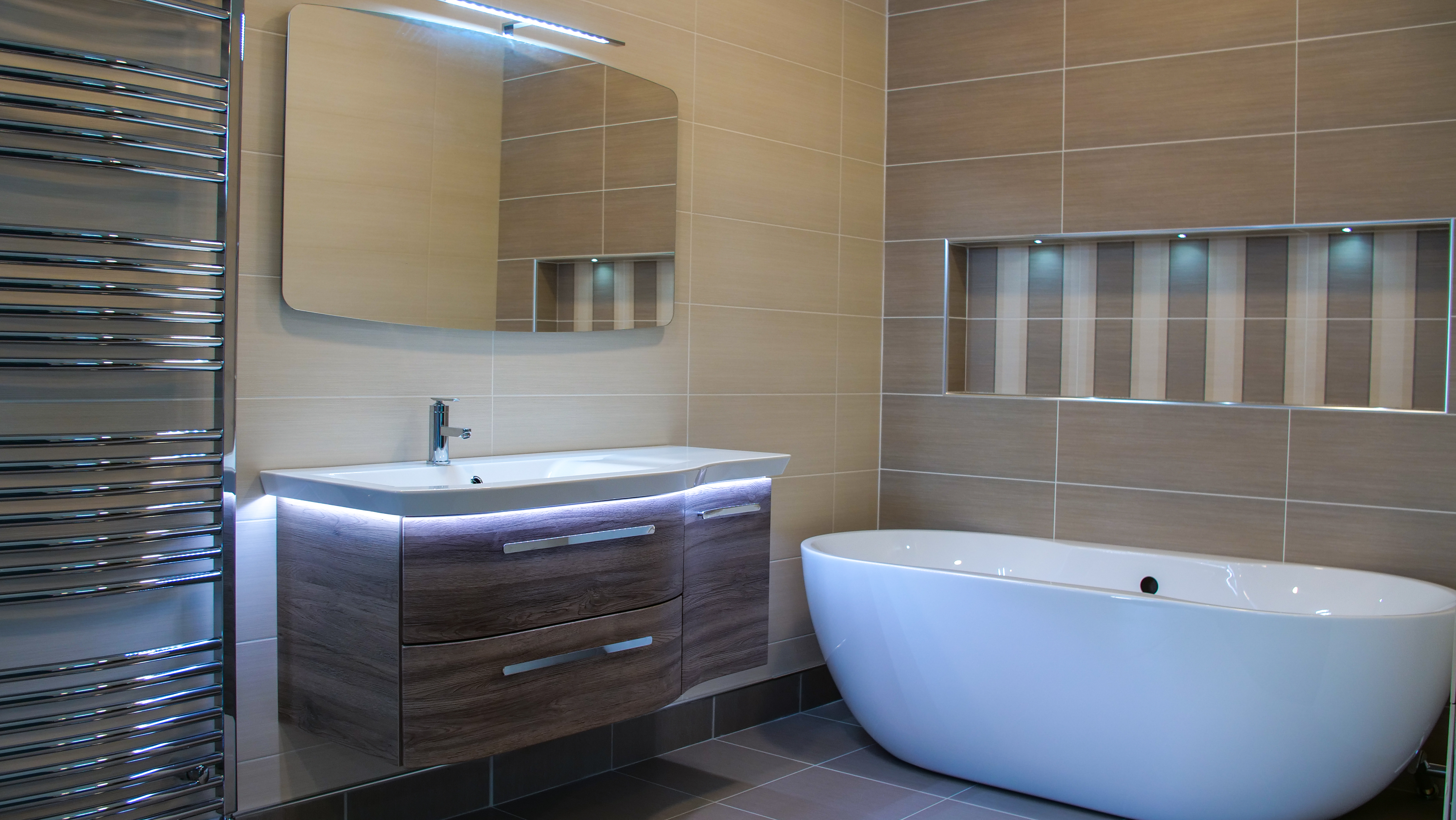 with showroom open models bathtub on all our days display